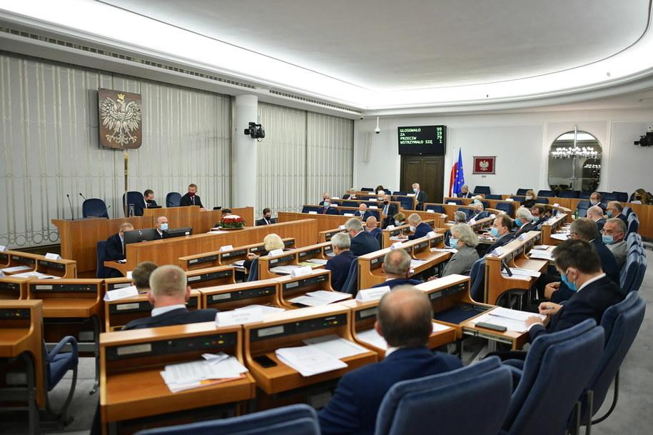 Senatorowie na sali obrad, 14 października / Marcin Obara  /PAP