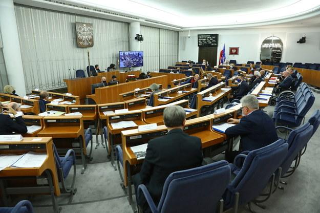 Senatorowie na sali obrad podczas czwartego dnia posiedzenia /Rafał Guz /PAP