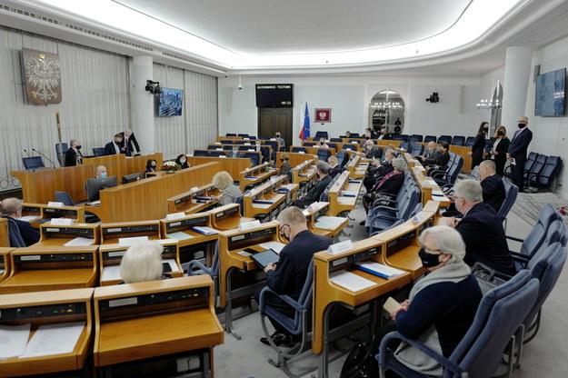 Senatorowie na sali obrad, zdjęcie z 18.02.2021 /Mateusz Marek /PAP