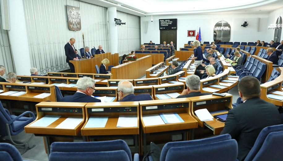 Senatorowie na sali obrad /Rafał Guz   /PAP