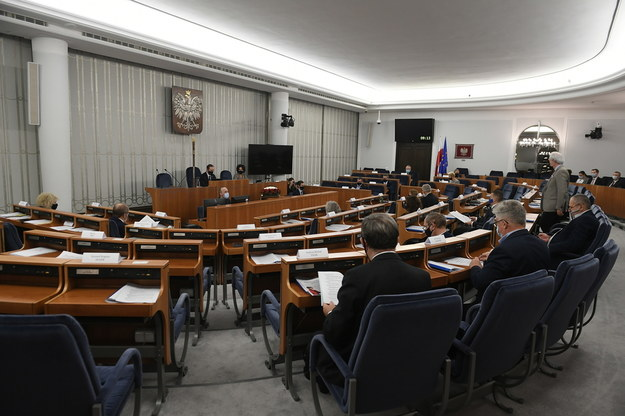 Senatorowie na sali obrad, / Marcin Obara  /PAP