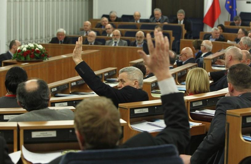 Senatorowie obradowali do późna w nocy /Stanisław Kowalczuk /East News
