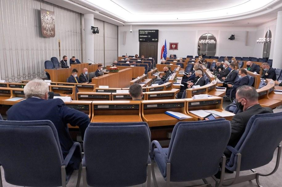 Senatorowie odczas głosowań nad ustawą covidową /Mateusz Marek /PAP
