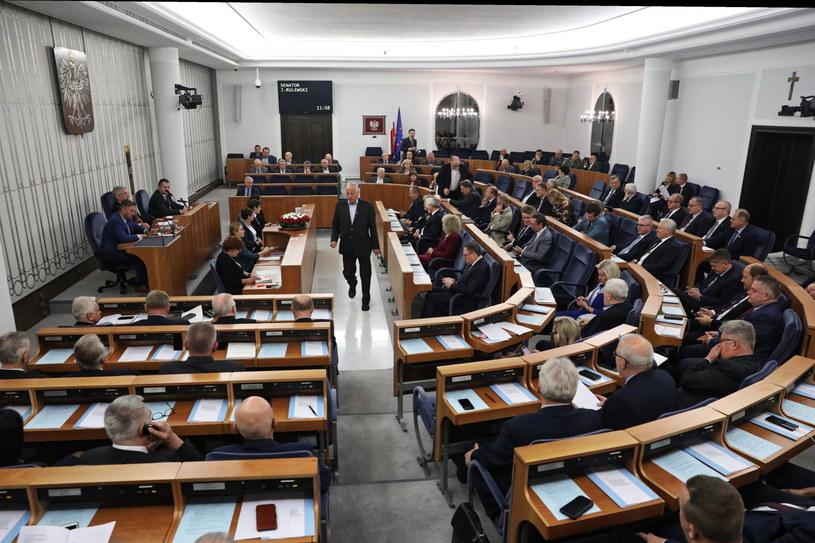 Senatorowie podczas obrad Senatu /Tomasz Gzell   /PAP