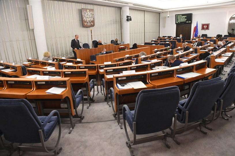 Senatorowie w sali obrad Senatu /Piotr Nowak /PAP