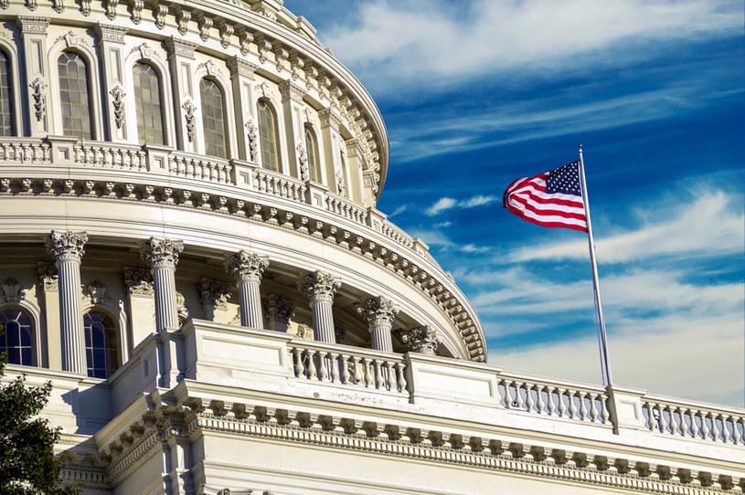 Senatorzy porozumieli się ws. tymczasowego podniesienia limitu zadłużenia USA /123RF/PICSEL