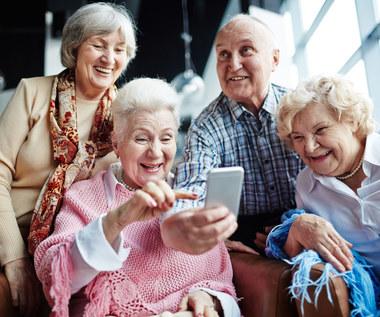Senior w sieci: wiesz, jak ochronić siebie, swój majątek i dane? – QUIZ