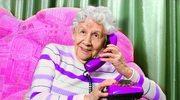 Seniorom opłacają się przelewy przez telefon