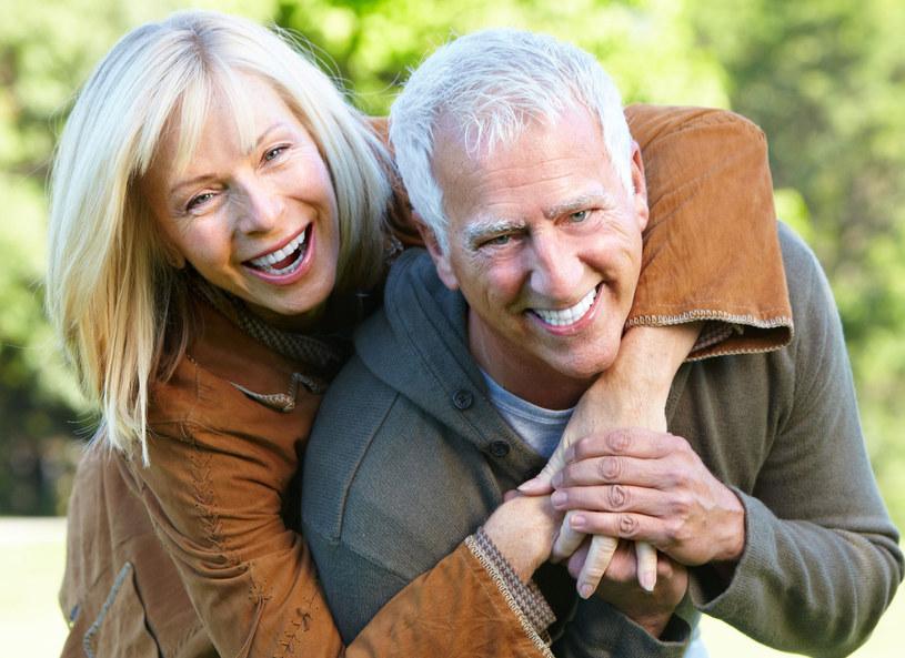Seniorzy chcą korzystać z życia /123RF/PICSEL