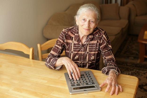 Seniorzy nie zapłacą abonamentu jeśli poczta pozna ich dane /©123RF/PICSEL