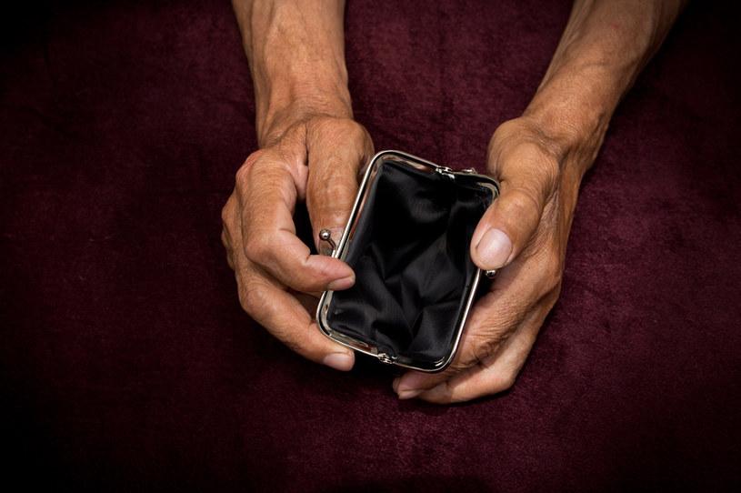 """Seniorzy oszukani metodą """"na wnuczka"""" /123RF/PICSEL"""