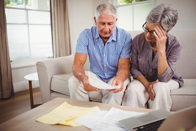 Seniorzy toną w długach - alarmuje KRD /©123RF/PICSEL