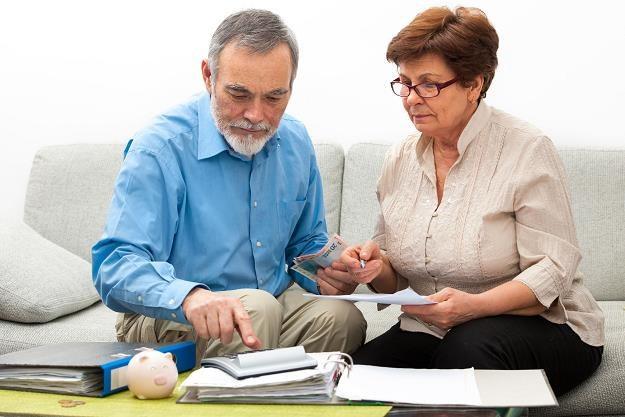 Seniorzy zadłużają się na potęgę, często dla wnuków /©123RF/PICSEL