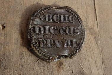 Sensacyjne odkrycie w Zamku Grodno. Odnaleziono bullę papieża Benedykta XIII