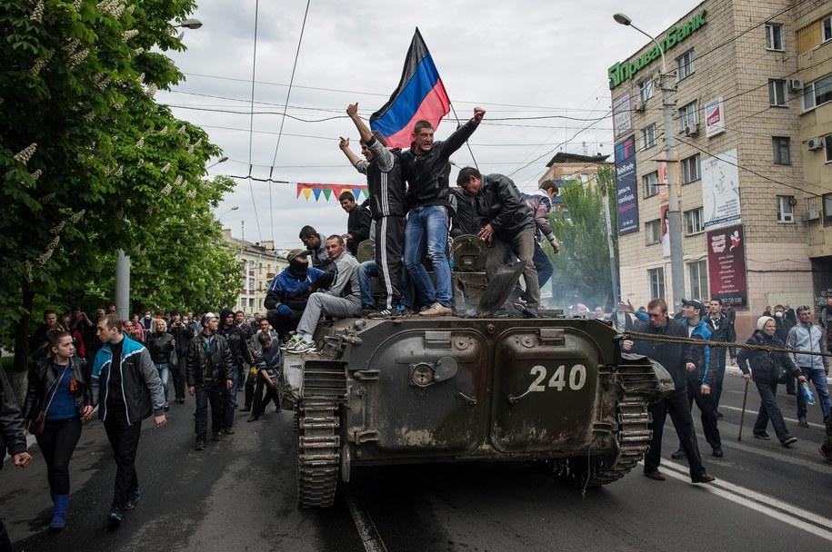 Separatyści na ulicach Mariupola /ALEXEY FURMAN /PAP/EPA
