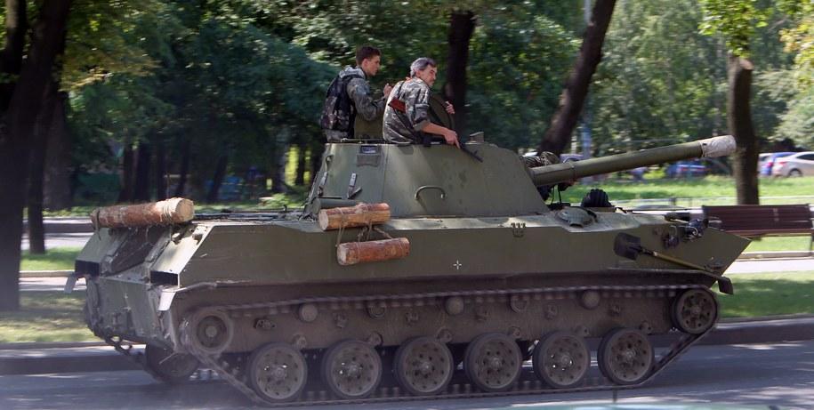 Separatyści patrolujący okolice Doniecka /IGOR KOVALENKO /PAP/EPA