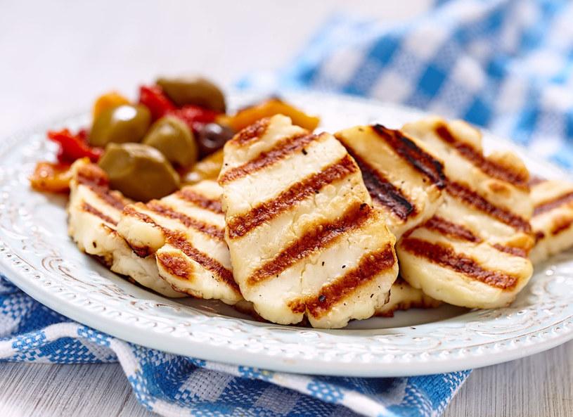 Ser halloumi produkowany jest tylko na Cyprze z mieszanki mleka owczego, koziego i krowiego. /Picsel /123RF/PICSEL