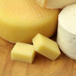 Ser żółty kontra biały