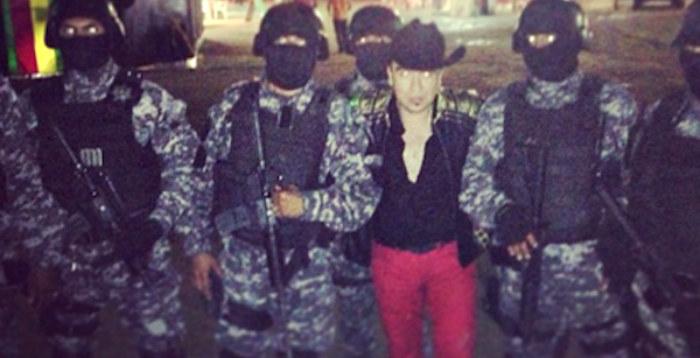 Serafin Zambada Ortiz w towarzystwie swoje prywatnej armii /materiały prasowe