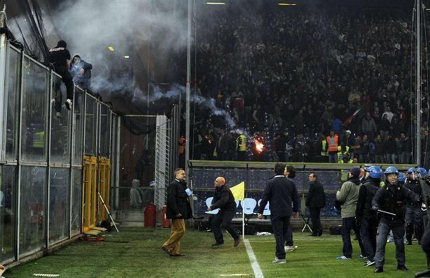 Serbscy kibice nie popisali się w Genui /AFP