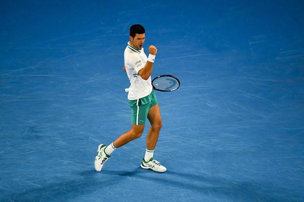 Serbski tenisista po raz dziewiąty wygrał wielkoszlemowy turniej Australian Open /JAMES ROSS /PAP