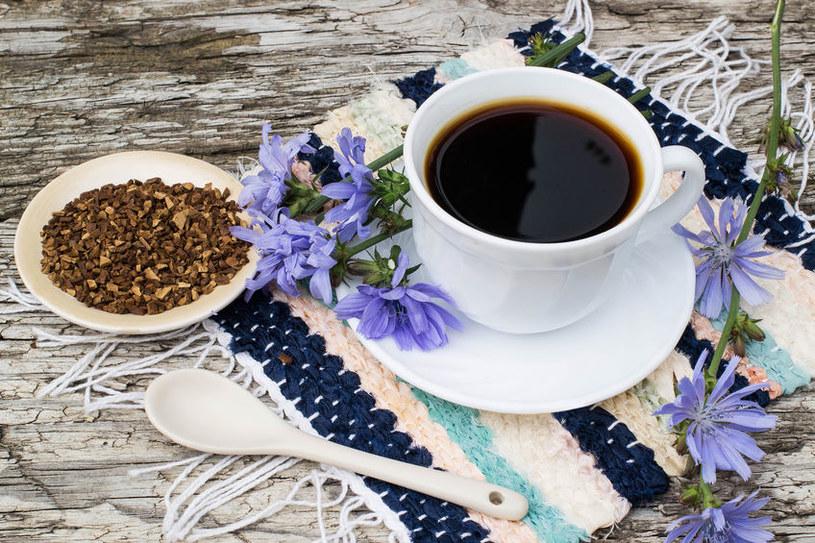 Sercowcy i nerwusy też mogą się śmiało delektować kawą zbożową /123RF/PICSEL