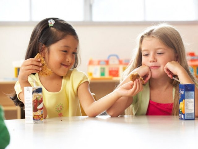 Serdeczne i pomocne dzieci /© Photogenica
