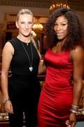Serena Williams (z prawej) i Wiktoria Azarenka