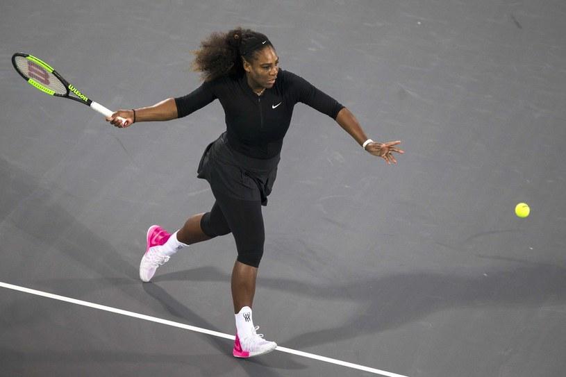 Serena Williams zagrała już w pokazowym turnieju w Zjednoczonych Emiratach Arabskich, ale na start w Australian Open ostatecznie się nie zdecydowała /AFP