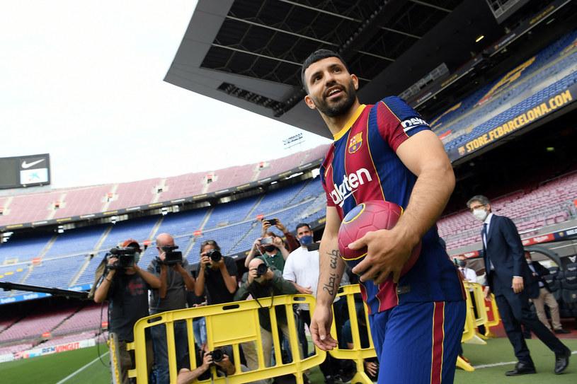Sergio Aguero, nim pomyśli o emeryturze, będzie chciał pomóc w wywindowaniu Barcelony z powrotem na sam szczyt /LLUIS GENE/AFP/East News /East News