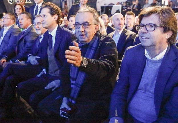 Sergio Marchionne, prezes koncernu Fiat Chrysler (drugi z prawej) /EPA