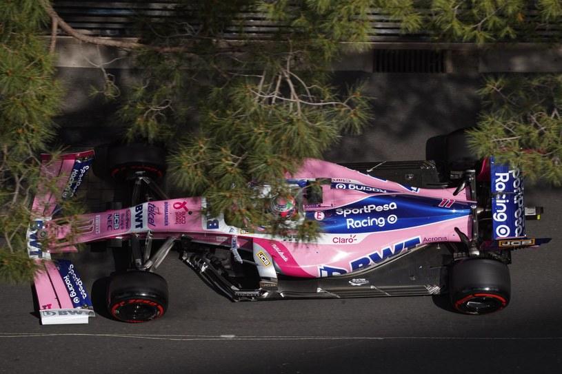 Sergio Perez w bolidzie Racing Point na torze ulicznym w Monako /PAP/EPA