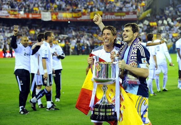 Sergio Ramos i Iker Casillas świętują zdobycie Pucharu Króla /AFP