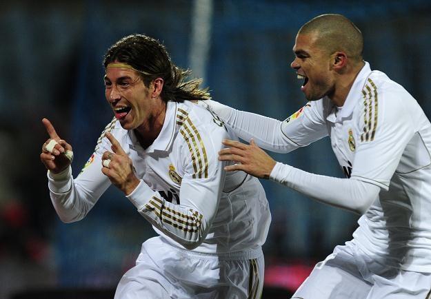 Sergio Ramos (z lewej) i Pepe cieszą się z gola dla Realu w meczu z Getafe /AFP