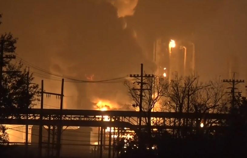 Seria eksplozji w rafinerii, ewakuacja czterech miejscowości /YouTube