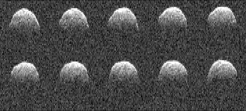 Seria obrazów radarowych asteroidy typu NEO - Bennu (1999 RQ36) wykonanych przez radioteleskop NASA w Goldstone 23 września 1999 /NASA