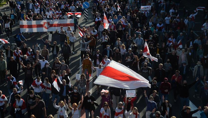 Seria protestów na Białorusi: Funkcjonariusze reżimu zatrzymali ponad 200 ludzi