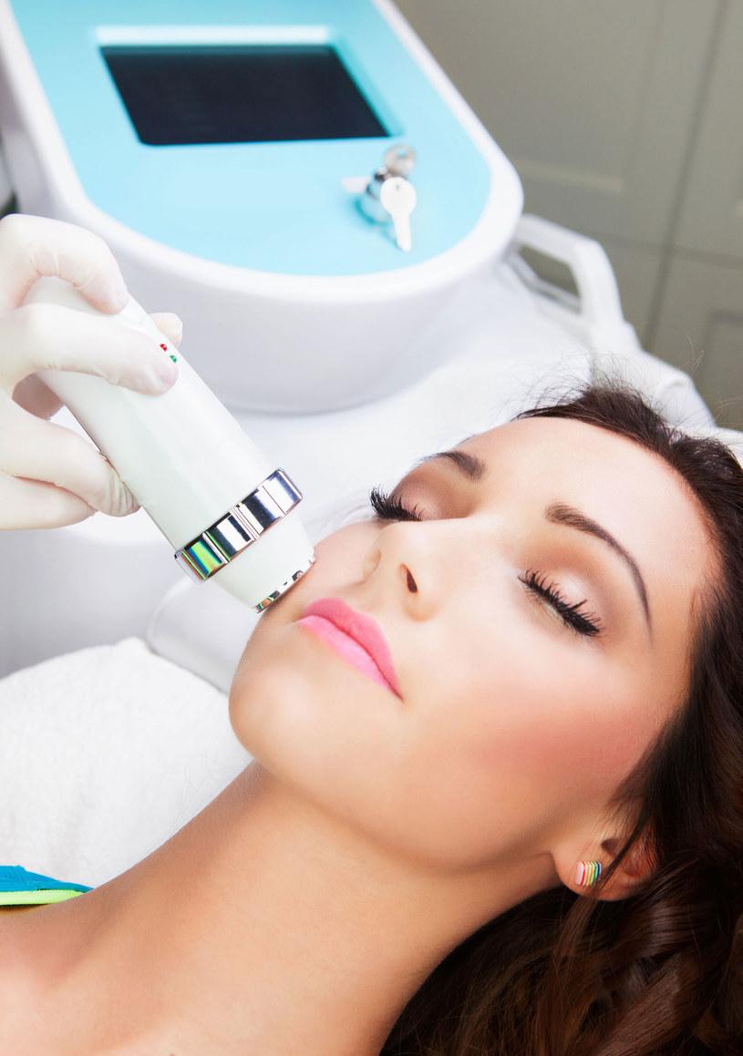 Seria  zabiegów kosmetycznych przynosi lepsze efekty /Picsel /123RF/PICSEL