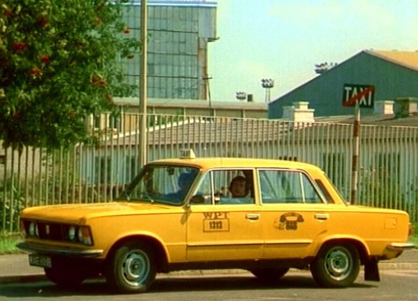 """Serialowy Fiat 125 p w kolorze """"bahama yellow"""" /East News"""