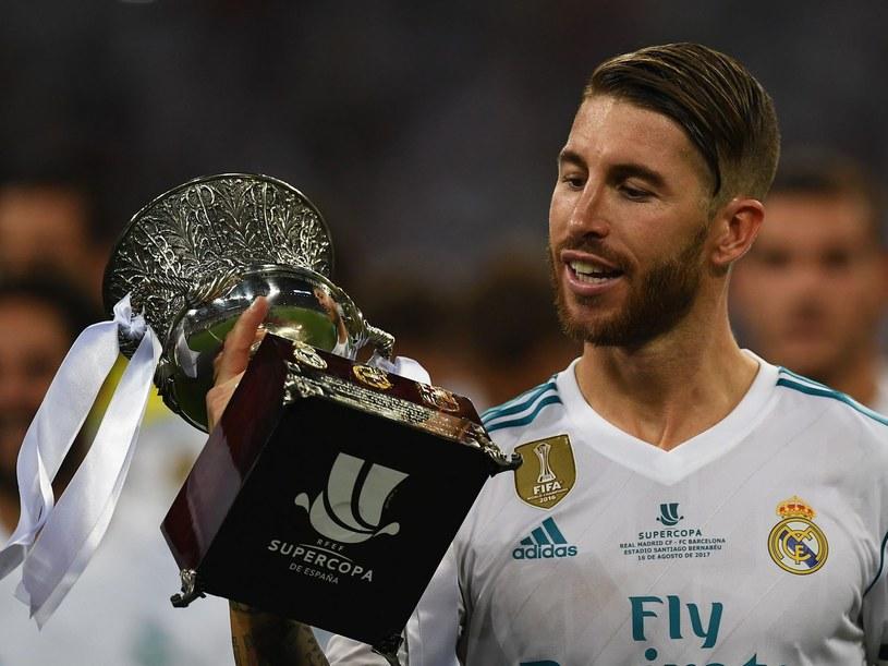 Serio Ramos z Superpucharem Hiszpanii /GABRIEL BOUYS /AFP