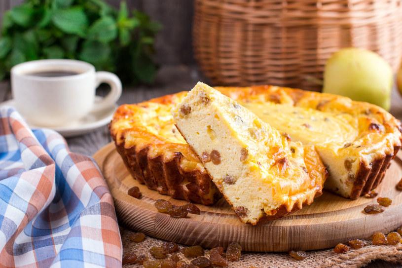 Sernik to typowe wielkanocne ciasto /123RF/PICSEL