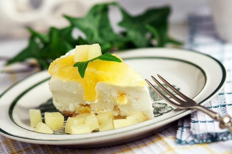 Sernik z ananasem /materiały prasowe
