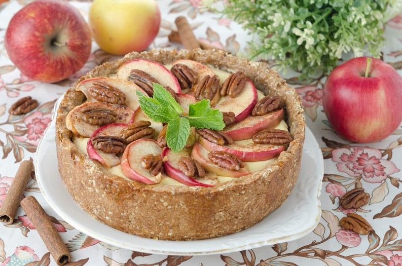 Sernik z jabłkami /123RF/PICSEL