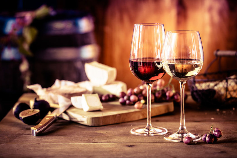 Sery i alkohol /©123RF/PICSEL