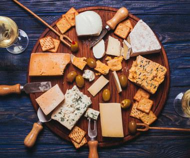 Sery pleśniowe: Czy warto je jeść? Wady i zalety
