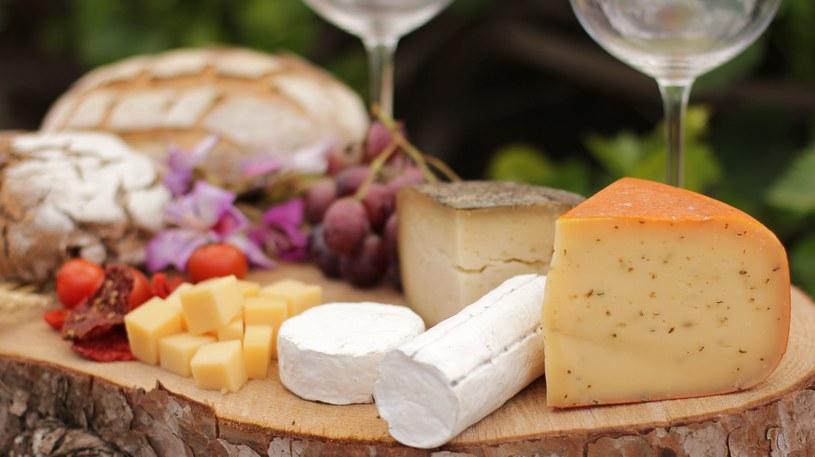 Sery, pszenica, mleko - te produkty mogą uzależniać /123RF/PICSEL