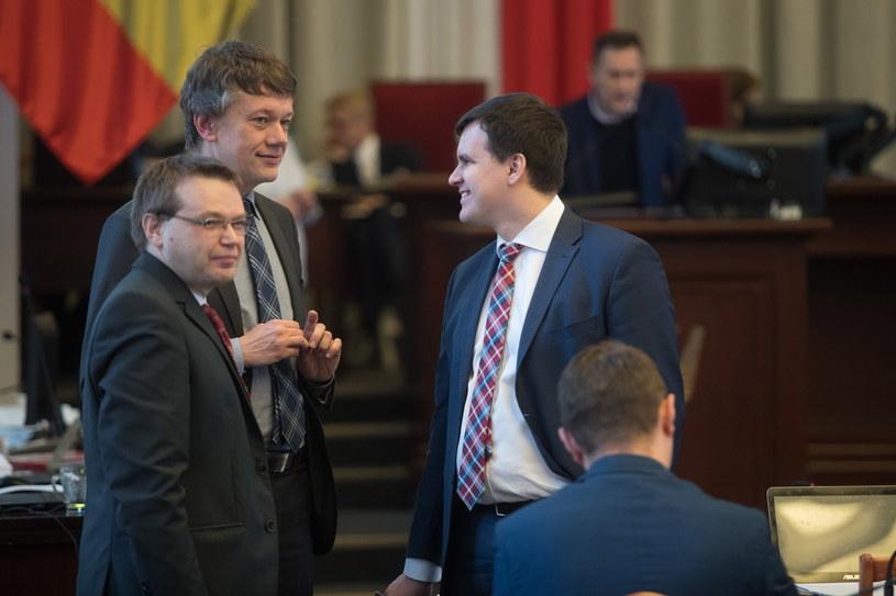 Sesja Rady Miasta, radni PiS: Krzysztof Stasiak, Bartłomiej Dyba-Bojarski, Radosław Marzec /Marian Zubrzycki /Agencja FORUM