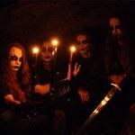Sesja zaręczynowa z zespołem blackmetalowym. Efekt powala!