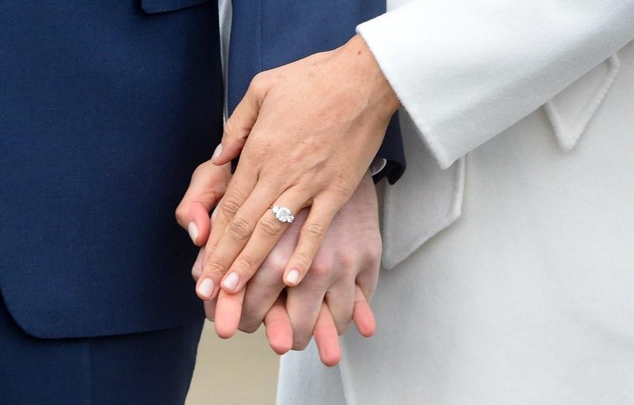 Sesja zdjęciowa księcia Harry'ego i Meghan Markle, podczas której Amerykanka prezentowała dumnie pierścionek zaręczynowy /FACUNDO ARRIZABALAGA /PAP/EPA