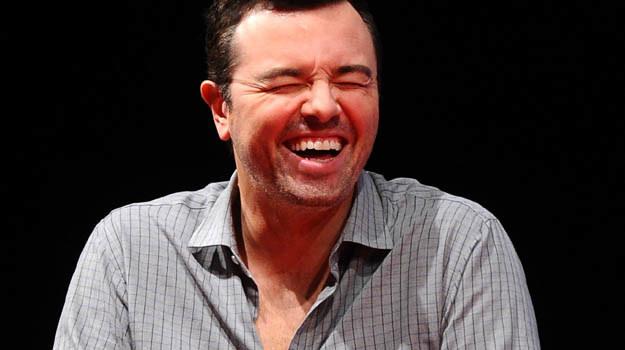 Seth MacFarlane może i ma wiele oblicz, ale uśmiech nigdy nie schodzi z jego twarzy. /Getty Images/Flash Press Media